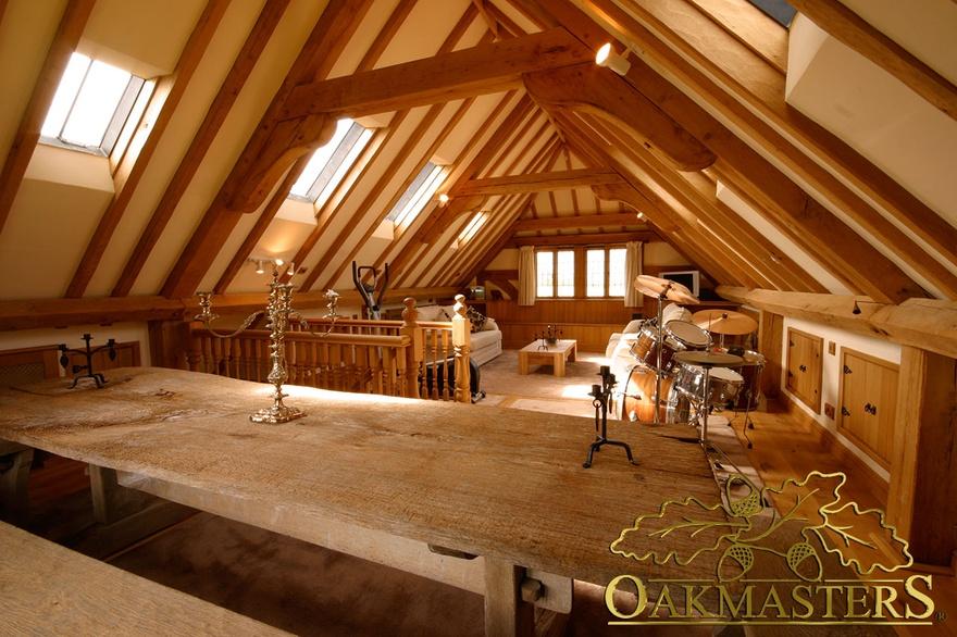 Oak Framed Houses >> Raised collar trusses create comfortable loft space above this 3 bay oak garage (4995) - Oakmasters