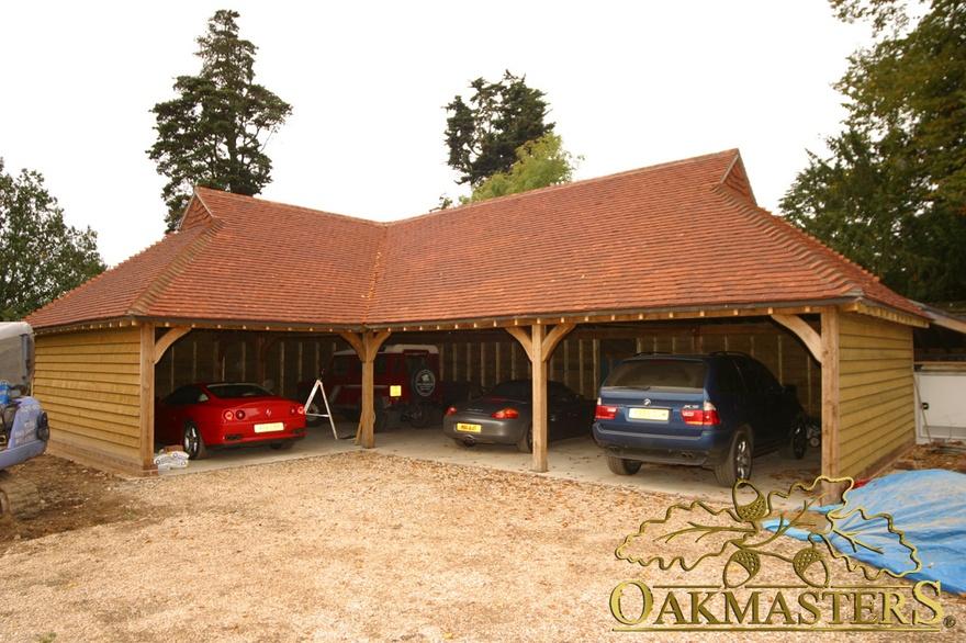 Open L Shaped Oak Garage With Gablet Hip Roof 5009