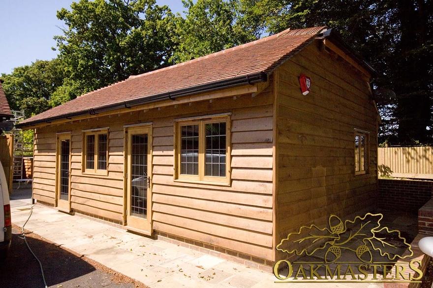 Oak garden office with oak featheredge cladding oakmasters for Oak garden office