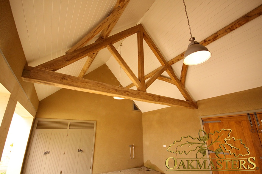 King post trusses and open vaulted ceilings oakmasters for Vaulted ceiling trusses