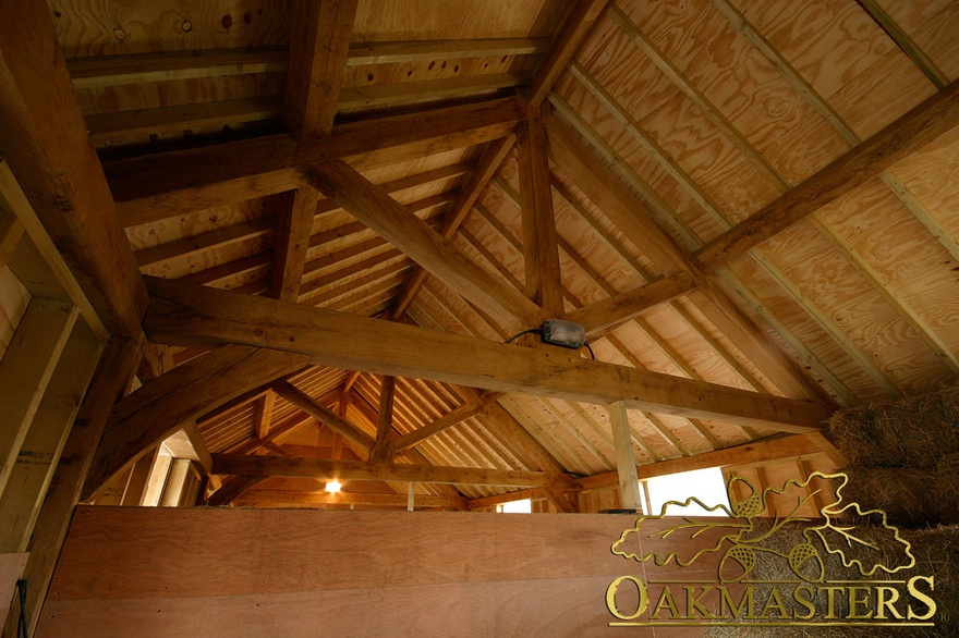 Open ceiling with exposed trusses during construction for Vaulted ceiling with exposed trusses