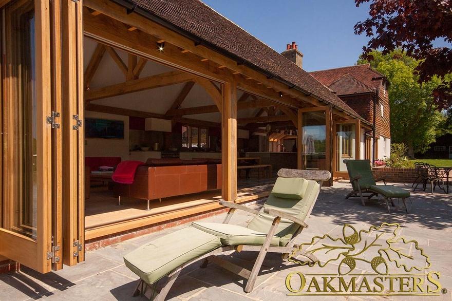 Modern garden room kitchen in mid sussex oakmasters for Modern garden rooms