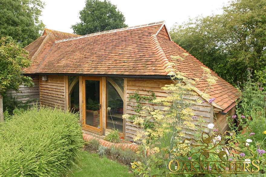 Oak clad garden room in west sussex oakmasters for Garden rooms sussex