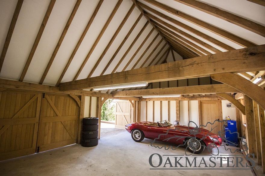 2 bay closed oak framed garage with a hipped roof oakmasters for Kit da garage 2 bay
