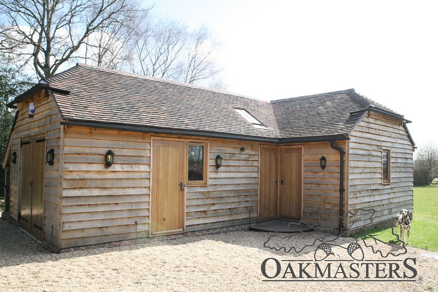 Cosy garden room in sussex oakmasters for Garden rooms sussex