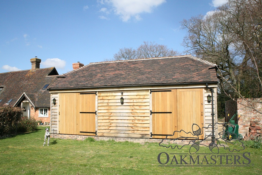 Cosy Garden Room In Sussex Oakmasters