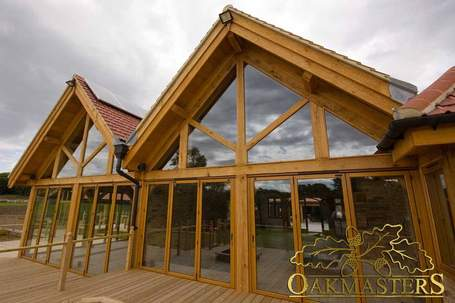 blog_-_1352_-_oak_building_with_glazed_oak_trusses.jpg